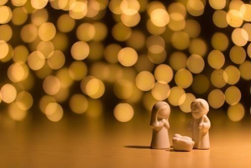 Peuter Kleuterviering met zegening kerstkribjes
