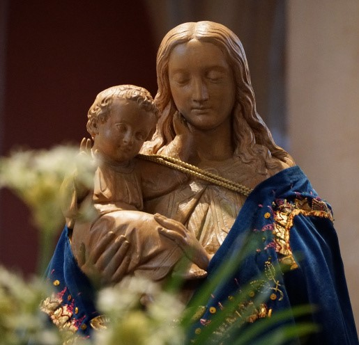 Taferelen van de Maria-Ommegang in de Sint Gertrudiskerk