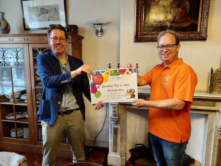 Communicanten halen €900 op voor Stichting Kip en Apie kinderfeestjes!